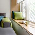 Как да си направим уютен кът за четене край прозореца